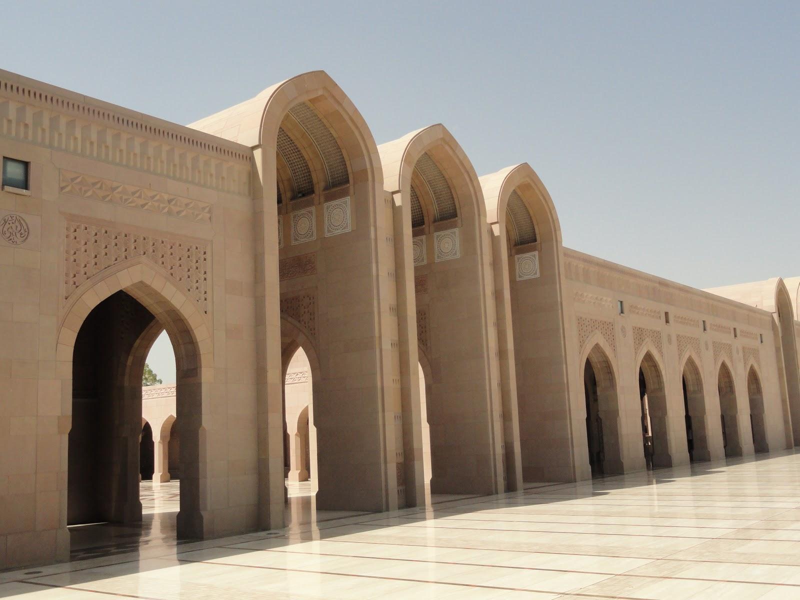 Frills and thrills around the arabian gulf for Architecture arabe