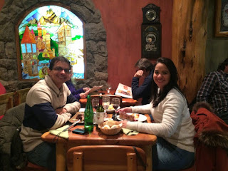 Jantando no restaurante Familia Weiss em Bariloche