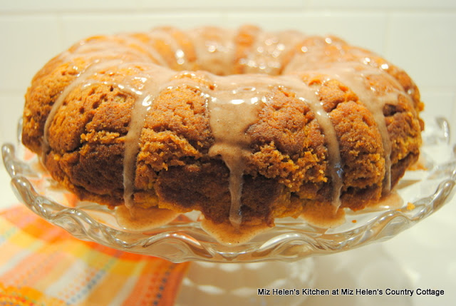 Pumpkin Spice Coffee Cake at Miz Helen's Country Cottage