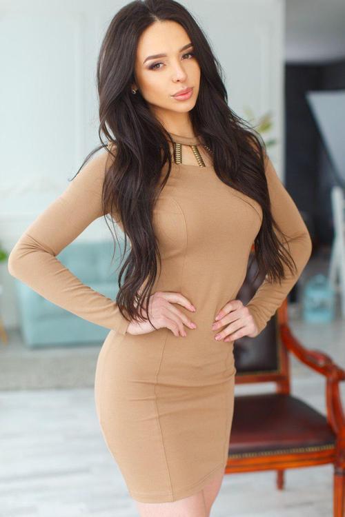 russische Frau bei Heiratsvermittlung: Natalya 28 Jahre in Minikleid