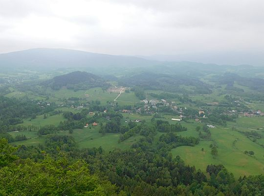 Widok z Krzyżnej Góry na Karpniki.