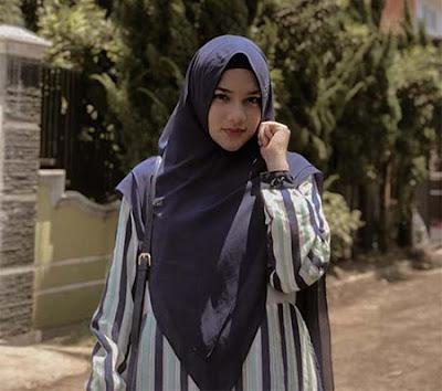 Davina Karamoy Berhijab