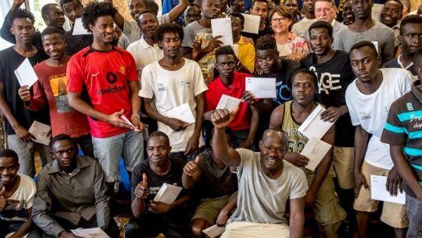 Francia da refugio a 42 inmigrantes del barco Aquarius