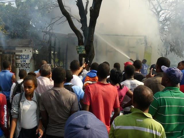 En San Juan: Fuego consume totalmente una vivienda