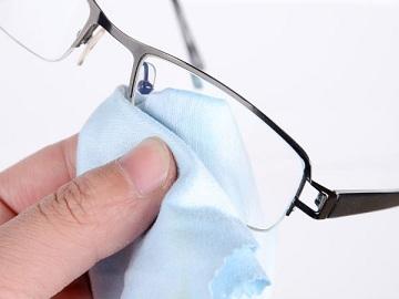 Sempre que possível leve seu óculos e solicite a limpeza e os ajustes  necessários para a boa conservação do produto. Leve o certificado ou a nota  fiscal ... 1421fe7a30