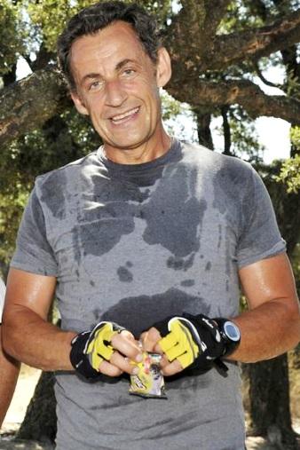 Foto de Nicolas Sarkozy lleno de sudor