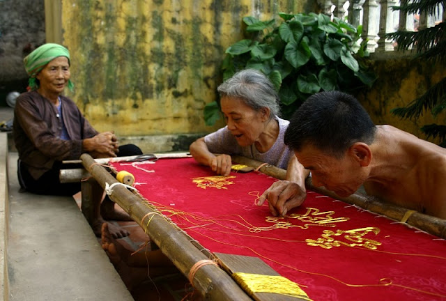 Quat Dong Village – preservation of traditional hand embroidery 1