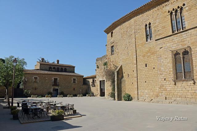 Plaza del castillo, Peratallada, Girona