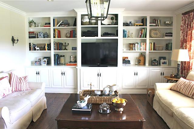 maison-de-cinq-family-room-built-ins-before-2