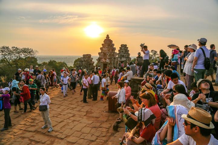 Камбоджа ввела обязательный депозит в 3000 долларов США для иностранцев