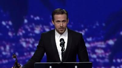 ryan-gosling-pays-tribute-to-debbie-reynolds