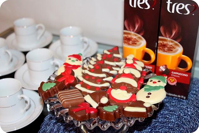 Chocolates do Papai Noel , Bombons e Cappuccino Tres - Mesa de Natal em Azul