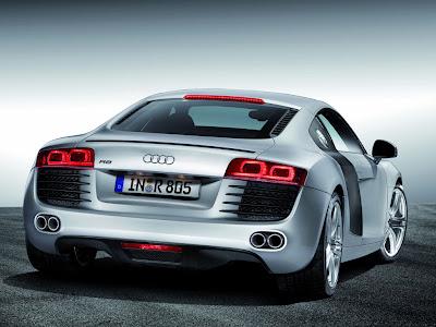 Audi RS3 vs. Audi R8 V8 Performance