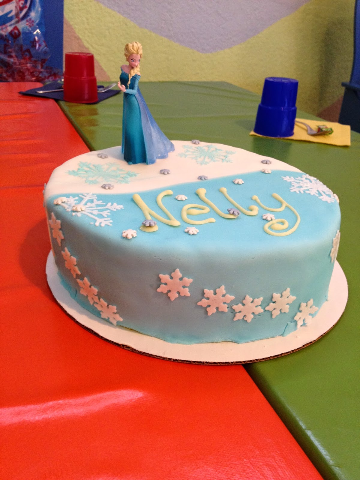 Kalorienhexe Elsa Eiskonigin Geburtstagstorte Fur Nelly