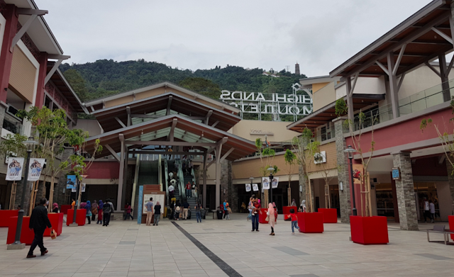 228de1d0beb55 From GHPO you can get on their cable car (Sky Avenue). The cable car takes  you up to the peak of Genting Highlands. A famous place for those who wish  to ...