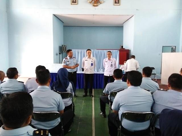 Petugas dan Warga Binaan Lapas Kelas II B Ciamis  Di Tes Urine oleh BNNK Ciamis