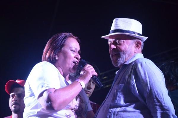 Preso há 100 dias, Lula mantém Partido dos Trabalhadores imobilizado