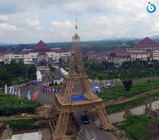 Menara Eiffel dari Bambu di Singaparna Tasikmalaya