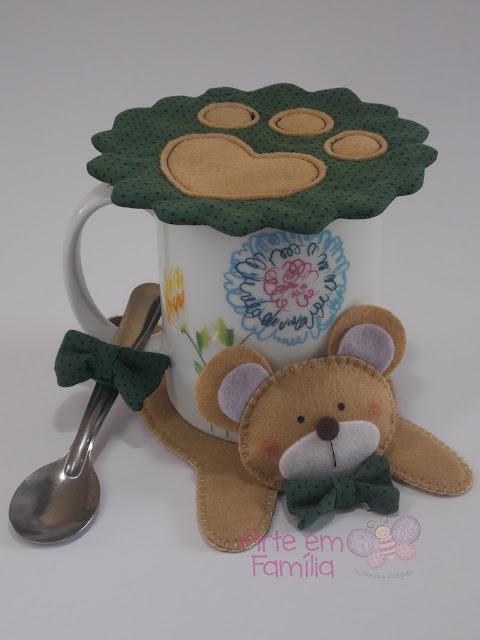 tapetes para canecas e xícaras (mug rug) em formato de bichinhos. Confeccionado em feltro. Urso.