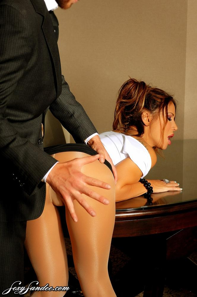 супер мулатка секретарша соблазняет шефа просыпаешься, тебя