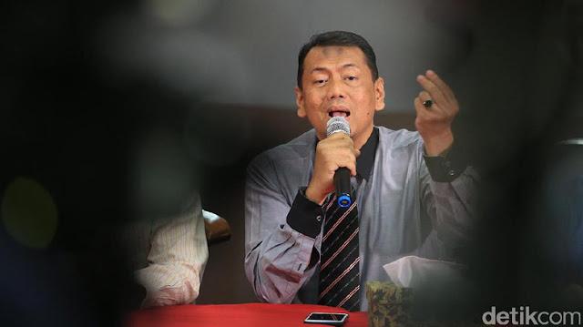 Penuh dengan Sampah, Pengacara Habib Rizieq minta Jokowi Tutup Sosial Media
