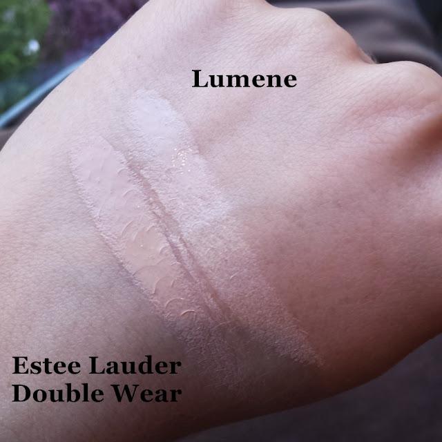 Estee Lauder Double Wear 1n0 porcelain, Lumene Natural Code 10 Vanilla swatch