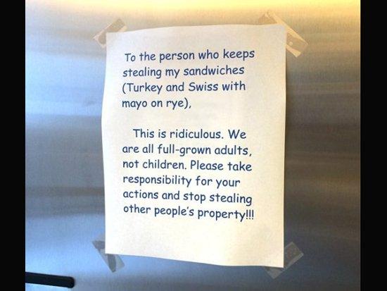 Deja una nota al compañero de trabajo que le robó su sándwich