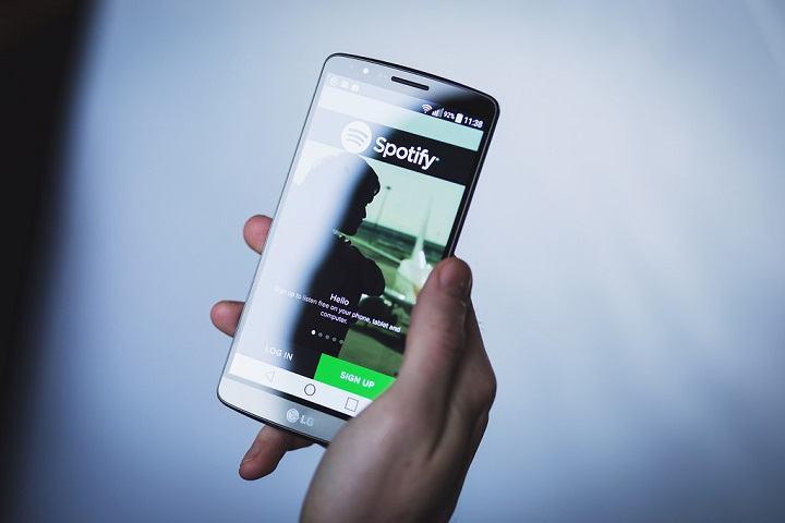 Tampilan Spotify saat diakses menggunakan smartphone