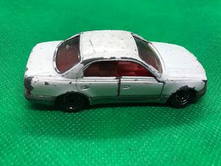 トヨタ クラウン マジェスタ のおんぼろミニカーを側面から撮影
