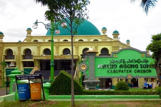 Singgah Ke Masjid Masjid Agung Sumber Kabupaten Cirebon
