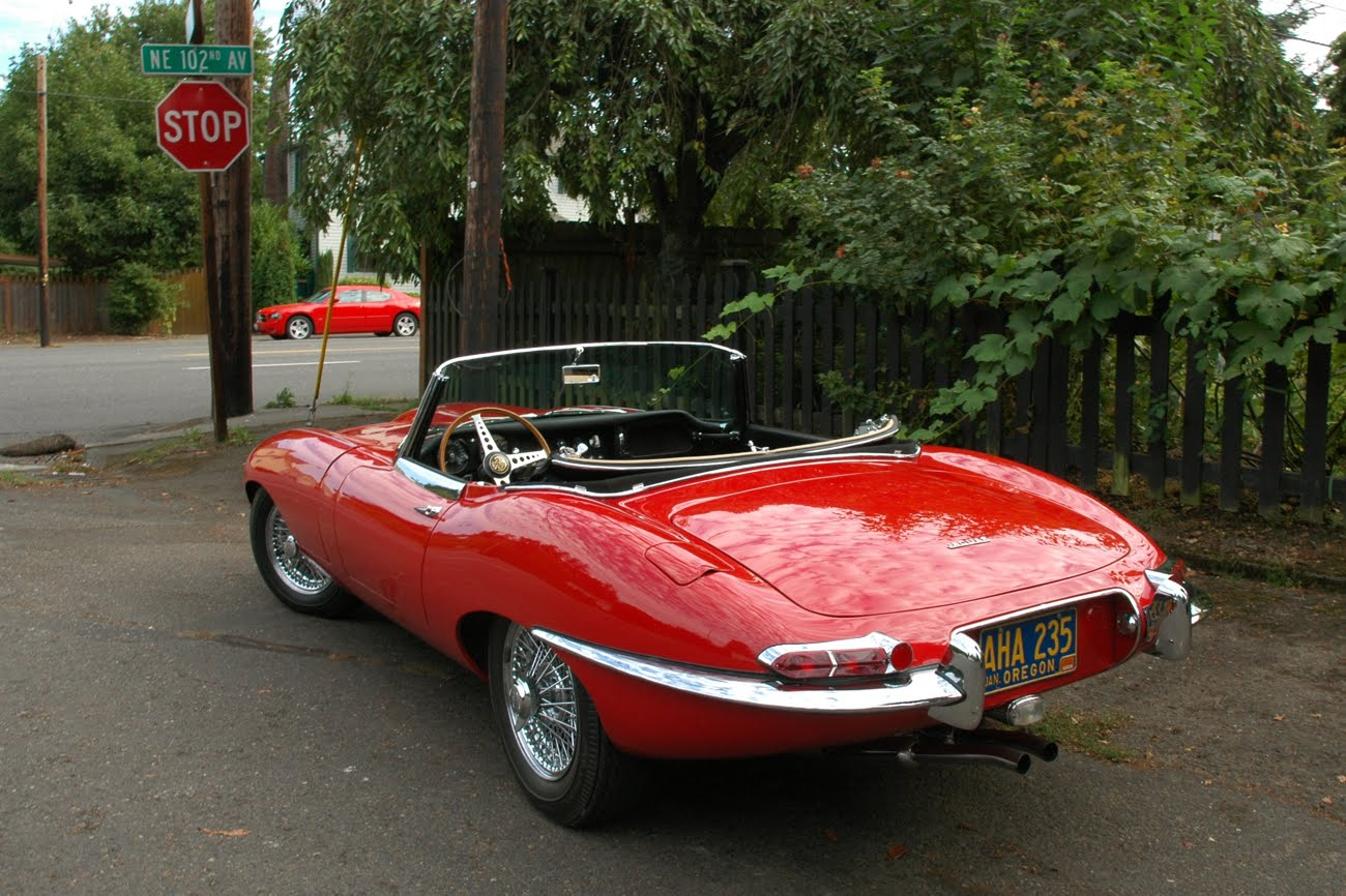 OLD PARKED CARS.: 1963 Jaguar E-Type.