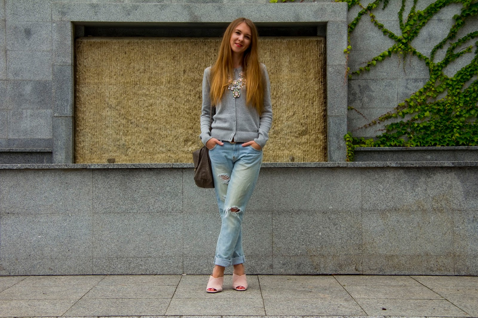 boyfriend jeans and mules