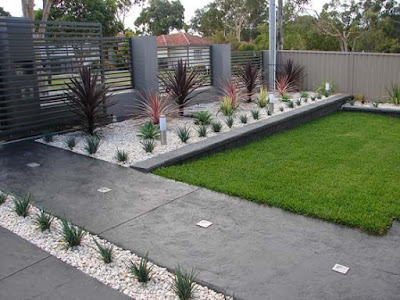 taman rumah minimalis konsep batu koral dan rumput gajah
