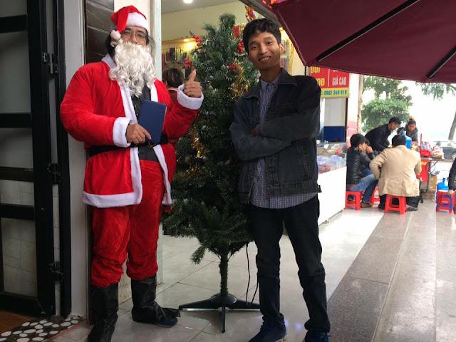 """Kenh14.vn - Chuyện về nhóm bạn trẻ đều đặn 7 năm """"hóa thân"""" thành ông già Noel giao quà cho các em nhỏ khắp cả nước"""