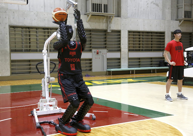 Cue 3 Basketball robot