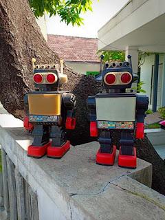 Dijual Mainan Jadul Robot saturn