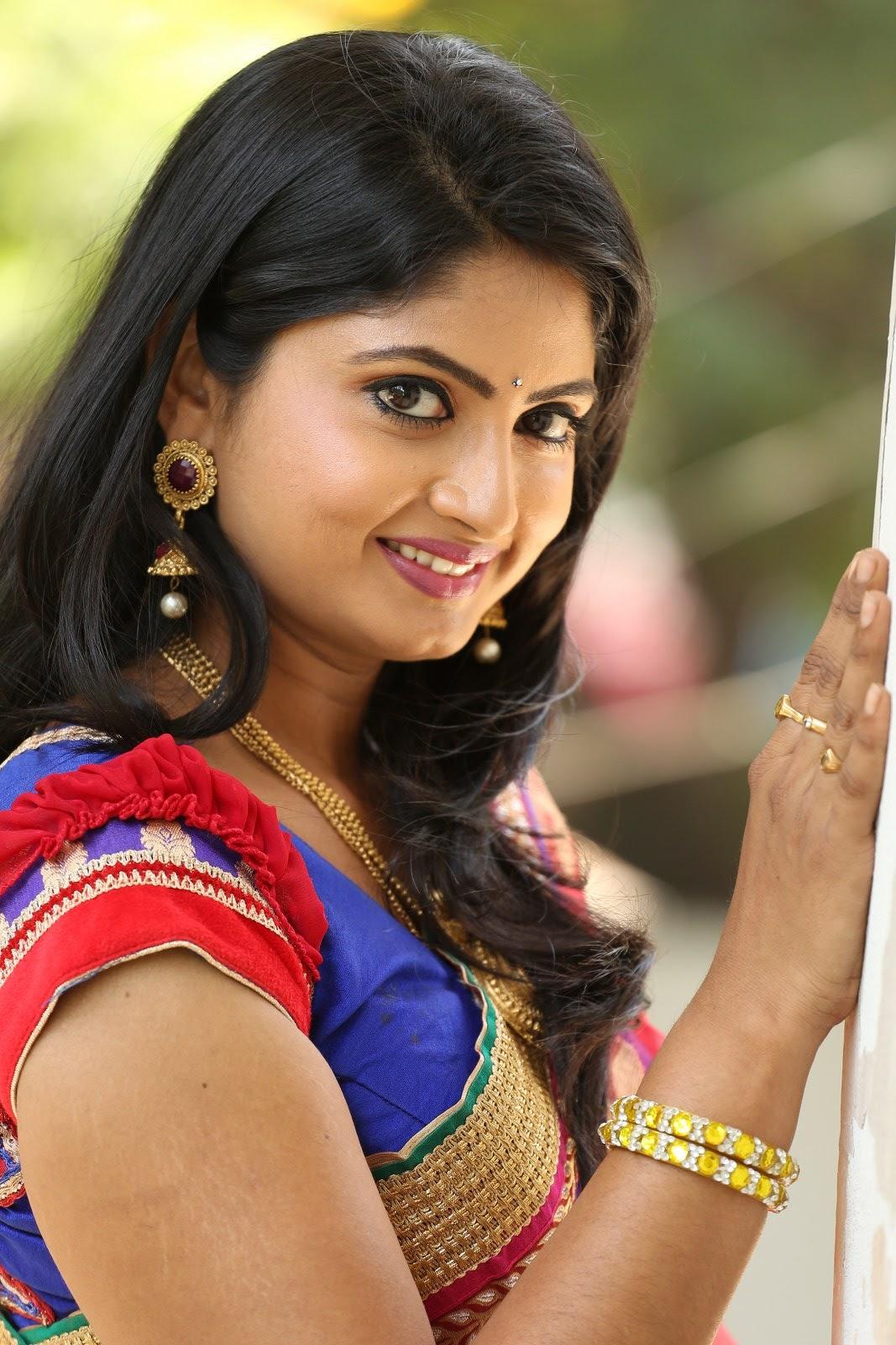 Telugu Tv Actress Mounica Hot Photos In Red Saree