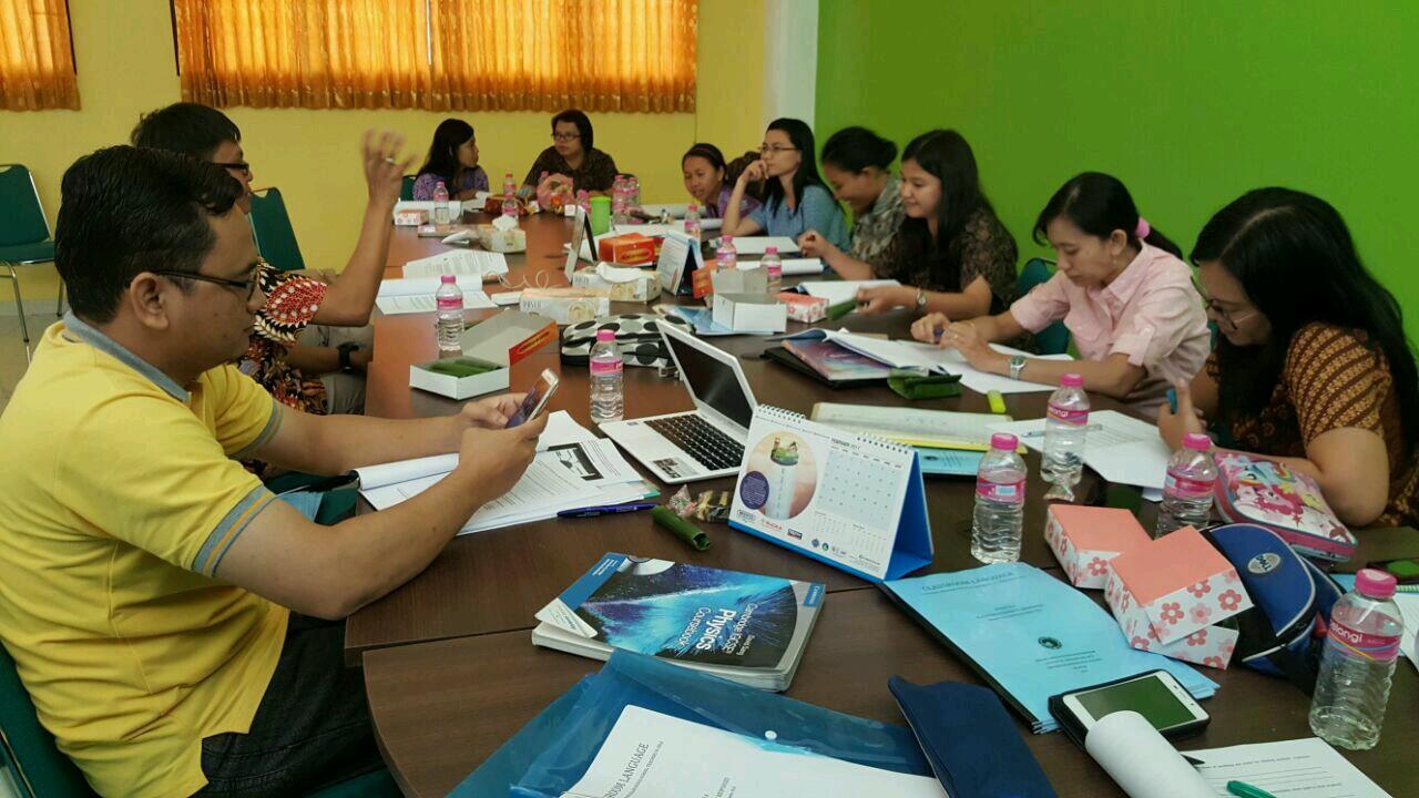 International Program - KKCS Adakan Pelatihan Bahasa Inggris