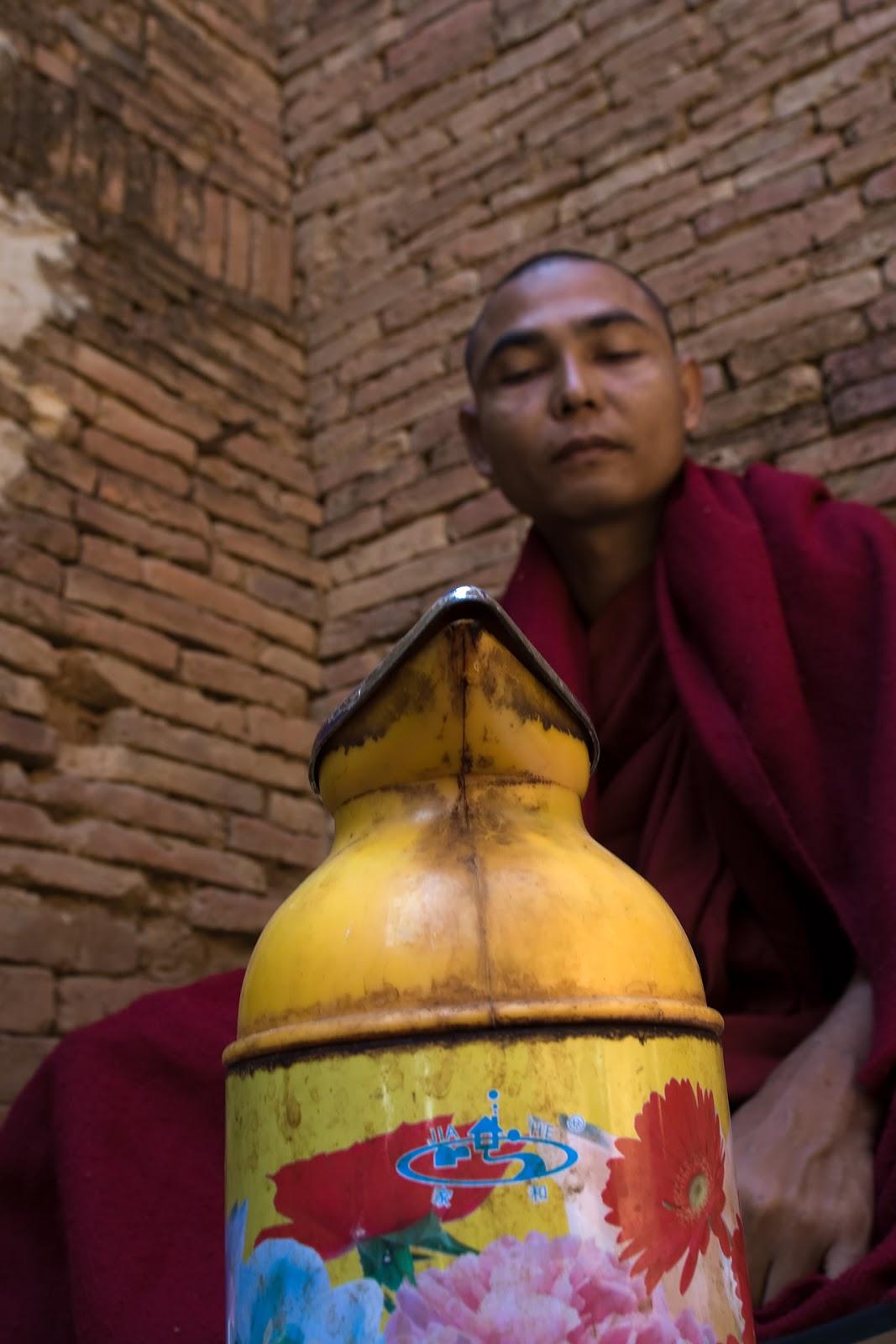 światynia,mnich,modlitwa,bagan,birma