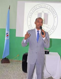 Dictan conferencia de superación personal a estudiantes de San Cristóbal