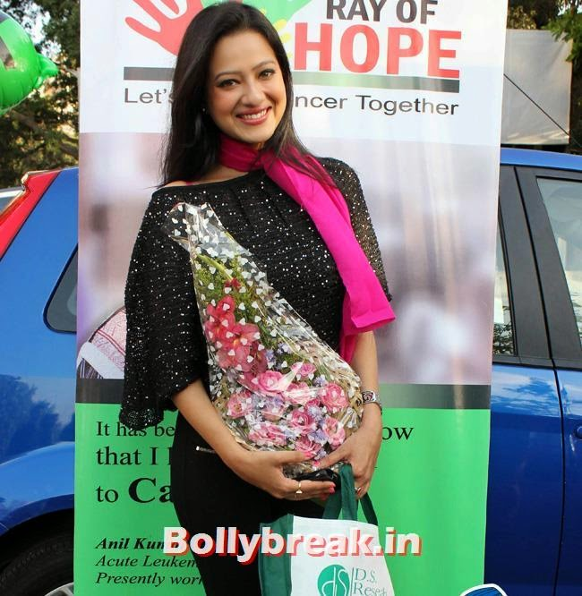 Madalasa Sharma at a road march against breast cancer organised by D. S. research center., Madalasa Sharma at Road March Against Breast Cancer