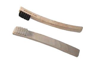 Spotting-Brush-W-211 Cara Menghilangkan noda Pakaian dengan beberapa kali Gosok langsung Hilang