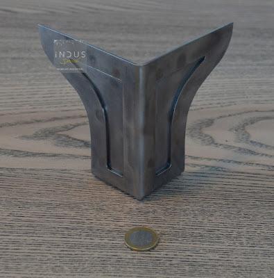 Pied de meuble métallique industriel