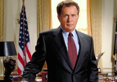 Josiah Bartlet (Martin Sheen), président des Etats-Unis dans la série A la maison blanche, créée par Aaron Sorkin (1999-2006)