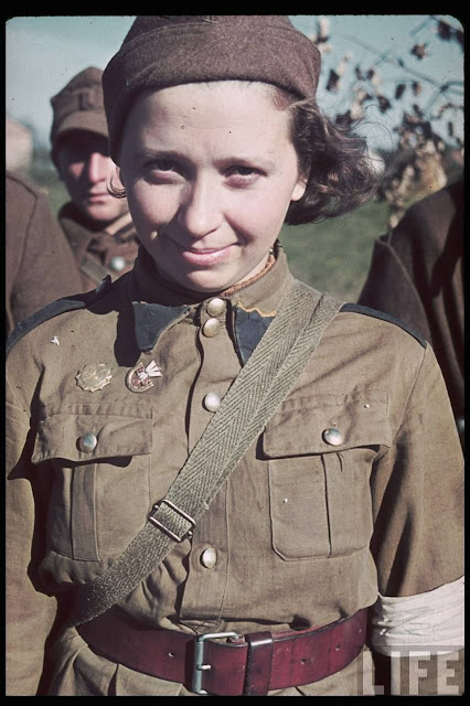 Women color photos worldwartwo.filminspector.com