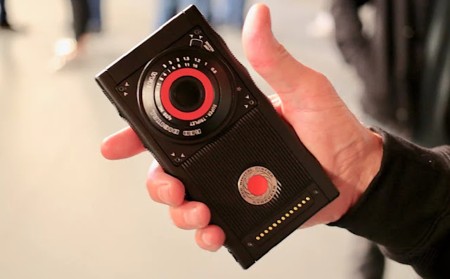 red-hydrogen-one-3d-holographic-smartphone