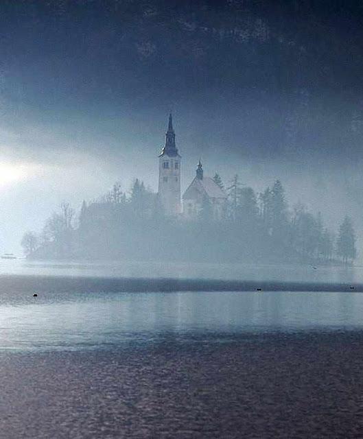 Bled: no inverno, o mistério envolve o lago
