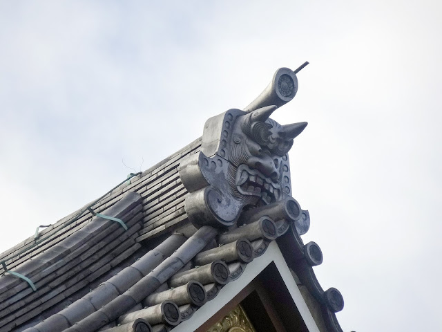 圓照寺,本堂,屋根,鬼瓦,新宿〈著作権フリー無料画像〉Free Stock Photos