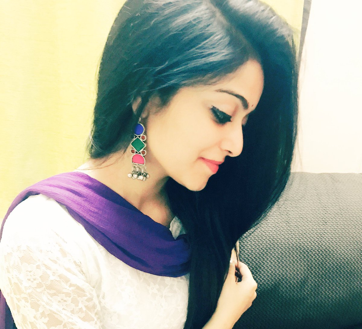 Actress JananiIyer Latest HD Images