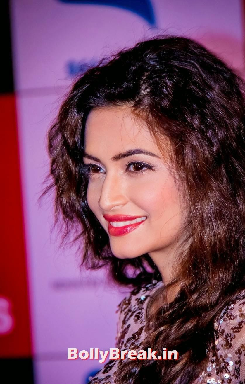 Kriti Kharbanda face close up, Kriti Kharbanda in shimmer Gown at SIIMA Awards 2014